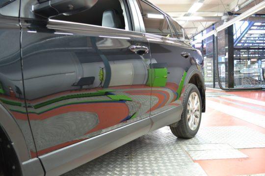 Toyota RAV 4 Антигравийный материал LLumar PPF Gloss