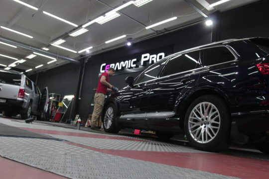 AUDI Q7 Покрытие керамическими составами Ceramic Pro