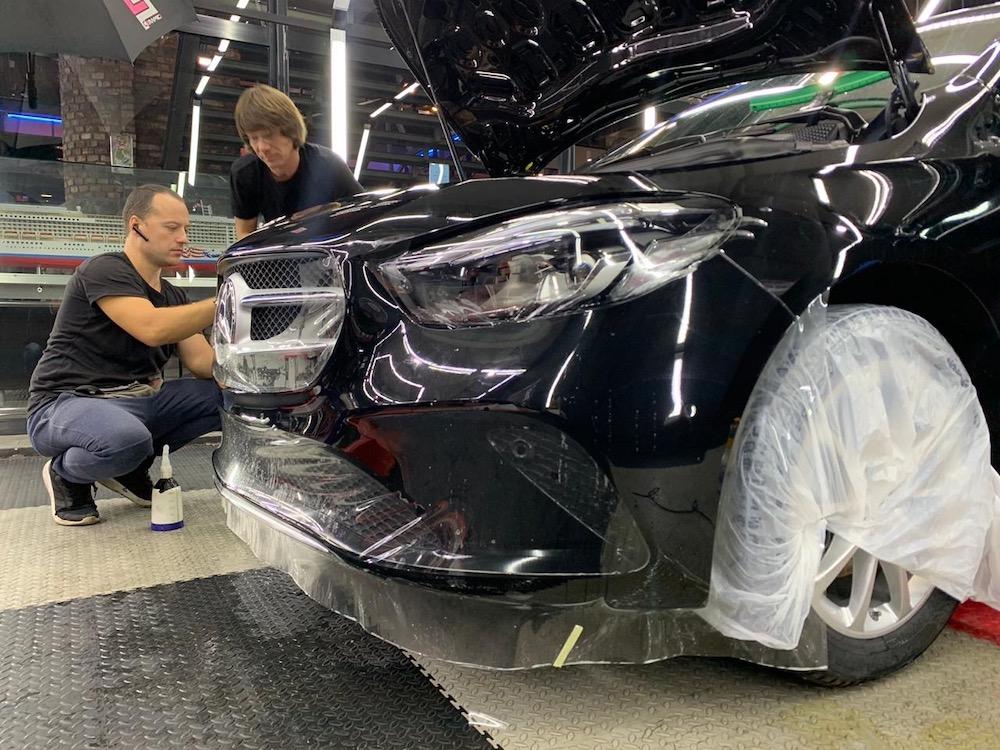 Оклейка кузова авто полиуретановой пленкой с антигравийным эффектом